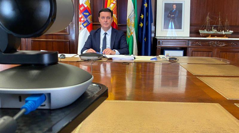 El PSOE vuelve a quedarse sólo en la FEMP votando a favor de que los municipios y provincias financien al Gobierno de Sánchez